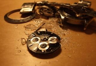 Broken-Clock-320x220
